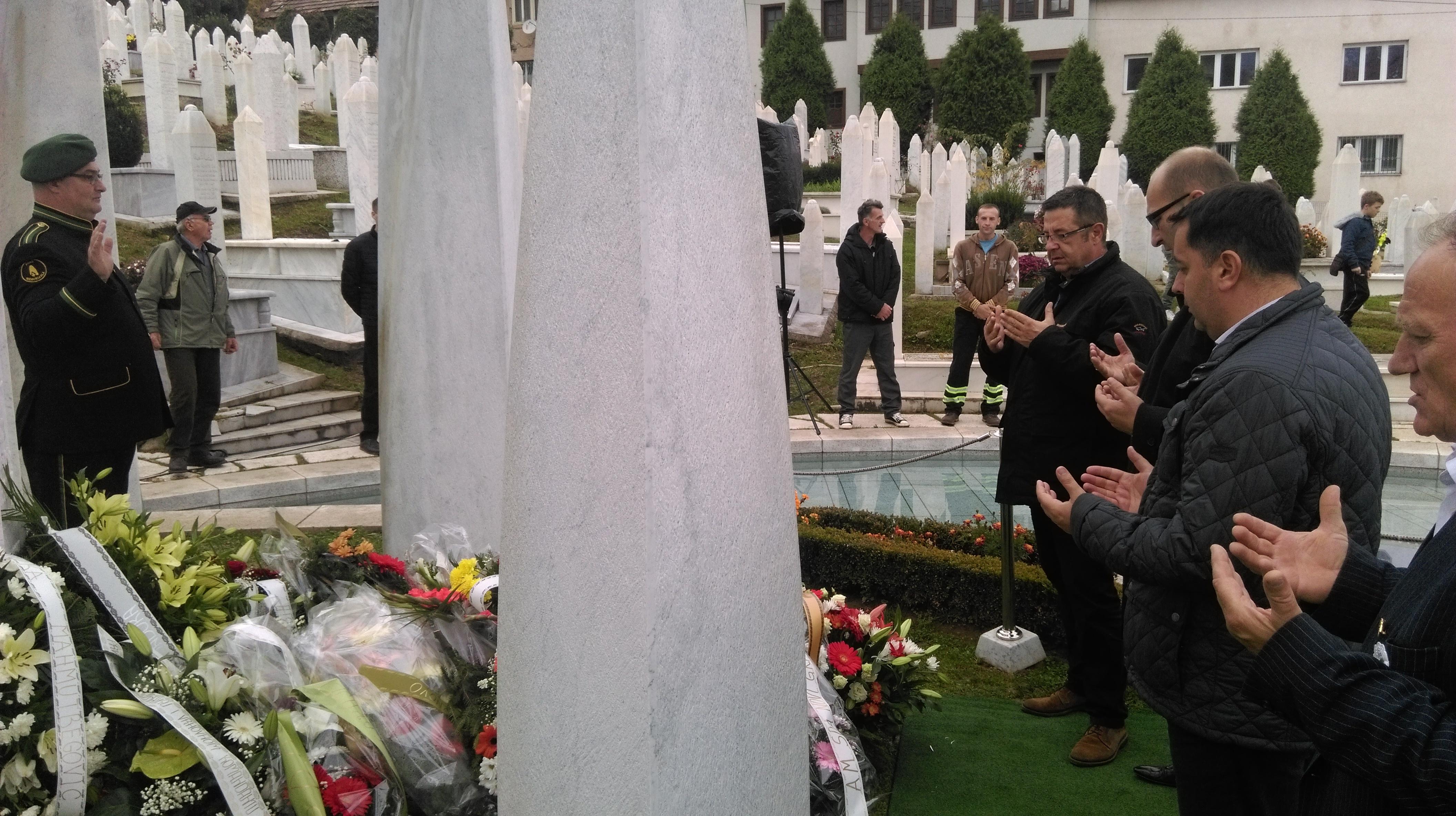 Delegacija Sarajevo-osiguranja učestvovala u aktivnostima obilježavanja trinaeste godišnjice smrti prvog predsjednika R BiH Alije Izetbegovića
